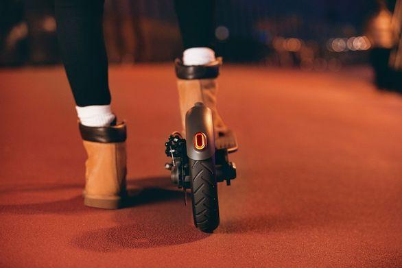 Elektrická kolobežka Xiaomi Mi Electric Scooter Pro, duálne brzdy, rekuperácia, ABS, dobíjanie brzdením, svetlo