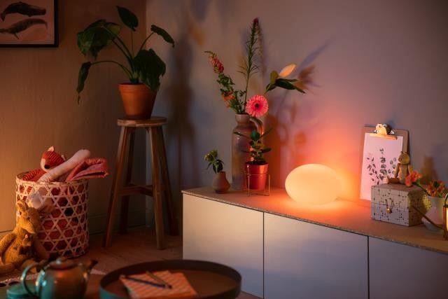 Philips Hue Flourish 40904/31 / P7 LAMPA STOLNÁ LED RGB 9,5W 806 lm 2000-6500K, biela, synchronizácia s filmami