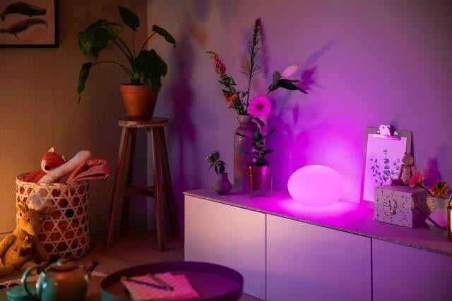Philips Hue Flourish 40904/31 / P7 LAMPA STOLNÁ LED RGB 9,5W 806 lm 2000-6500K, biela, žiarovka White and Color Ambiance